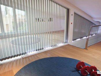 Cortinas verticales decoracion oficina Impacto Valencia Diseño muebles mobiliario